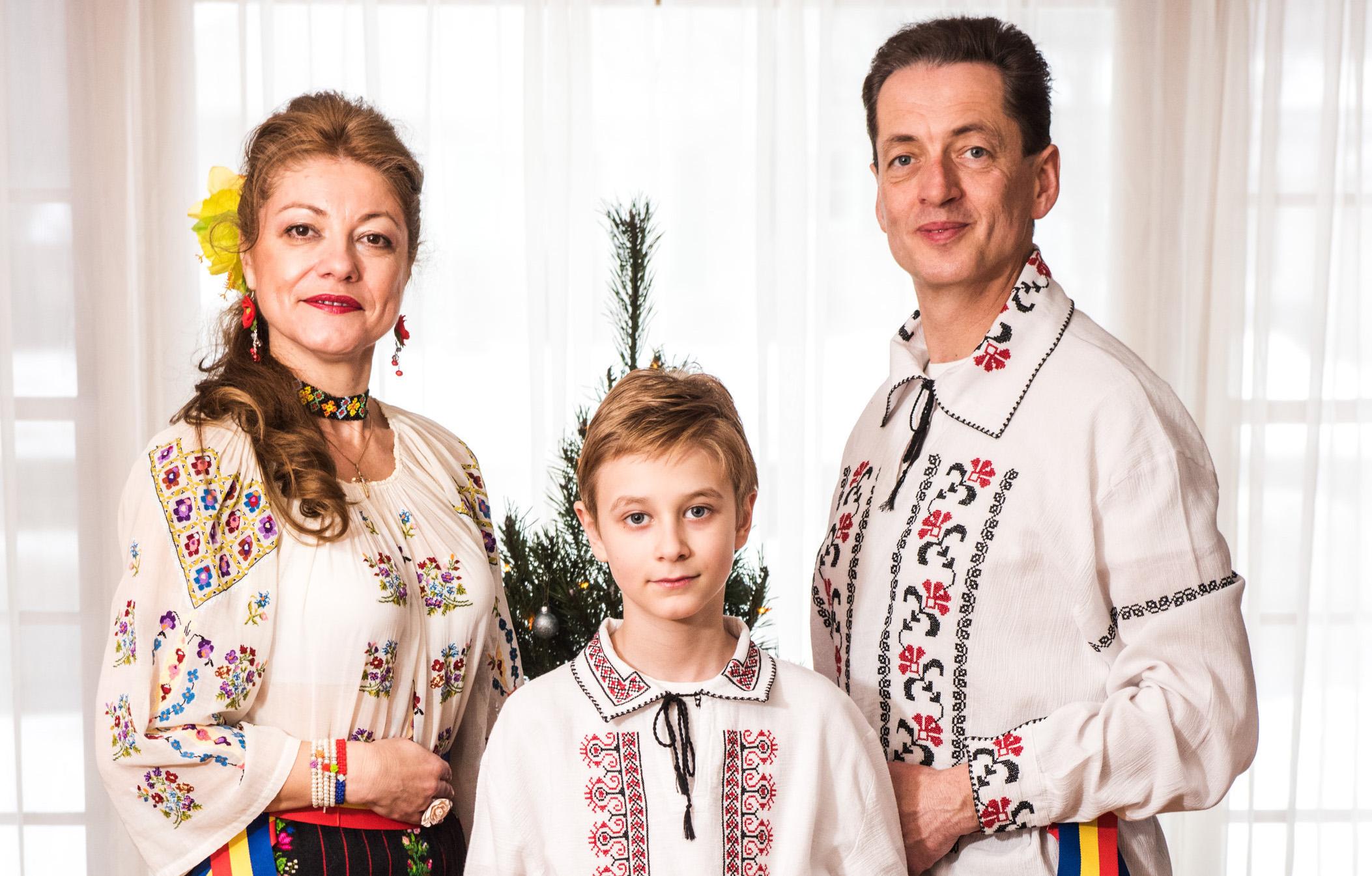 romanian-cernea-family-image